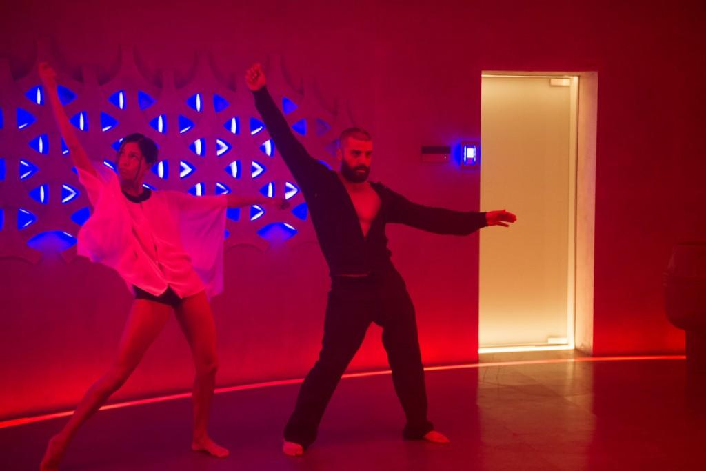 55390e9343ab7eb66f6a3028_oscar-isaac-dance
